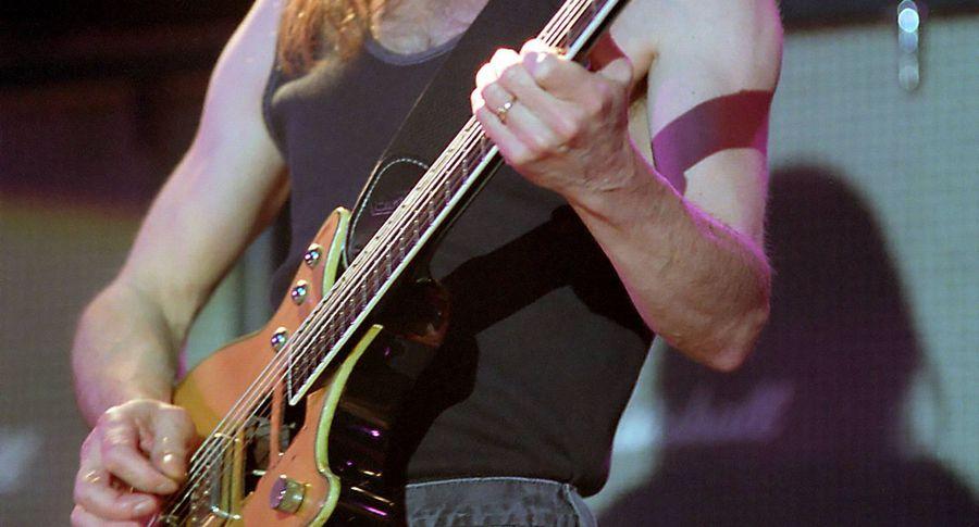 Умер один изоснователей AC/DC гитарист Малкольм Янг