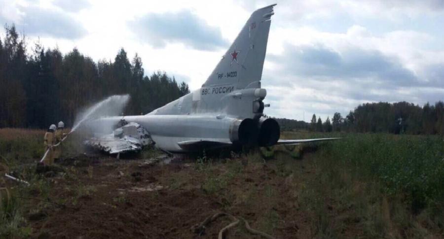 Военный самолет выкатился запределы взлетной полосы вКалужской области