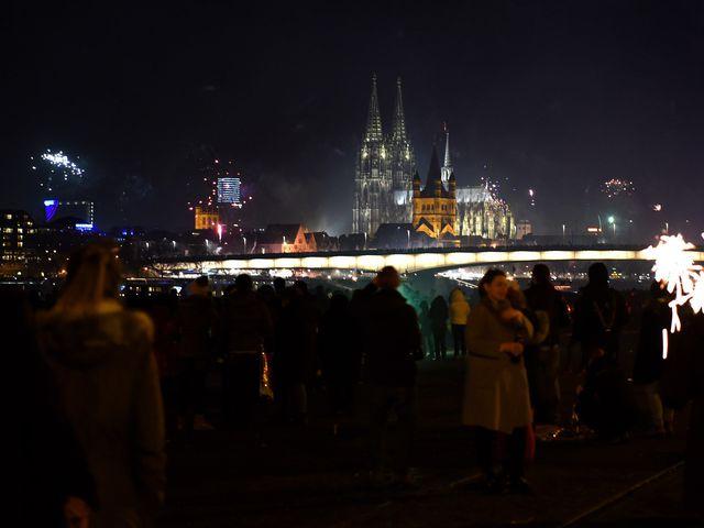 СМИ: в Кёльне мигранты домогались около 100 женщин в новогоднюю ночь