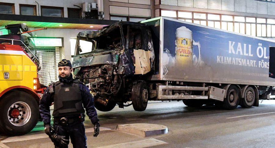 Схвачен шофёр, въехавший втолпу людей вСтокгольме