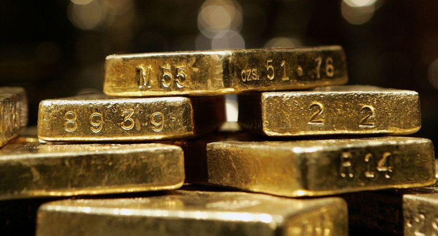 У 2-х пассажиров вДомодедово изъяли золотые слитки
