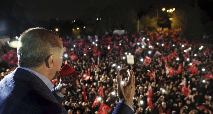 Меркель призвала Турцию к«уважительному диалогу» соппозицией