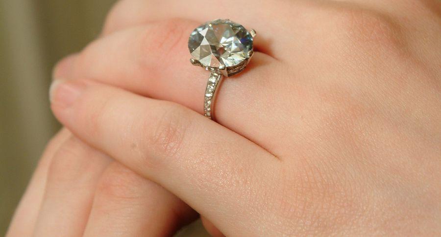 Купленное нагаражной распродаже кольцо реализовано нааукционе за $850 тыс.