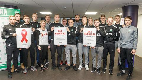 Terviseteadlikku käitumist illustreerival pildil FC Flora jalgpallurid, kes käisid kogu meeskonnaga HIV kiirtesti tegemas (Lilleküla Staadion, Tallinn, 12.11.2018)