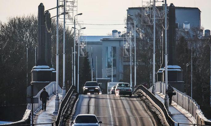 610dc52cfe7 Tallinna maanteele võib sillalt suunata kaks sõidurada, aga mis sellestki  abi, kui kogu maantee Tallinna suund on üherealine veel ajast, mil  sellisest ...
