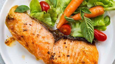 B12-vitamiini leidub muuhulgas lõhes.