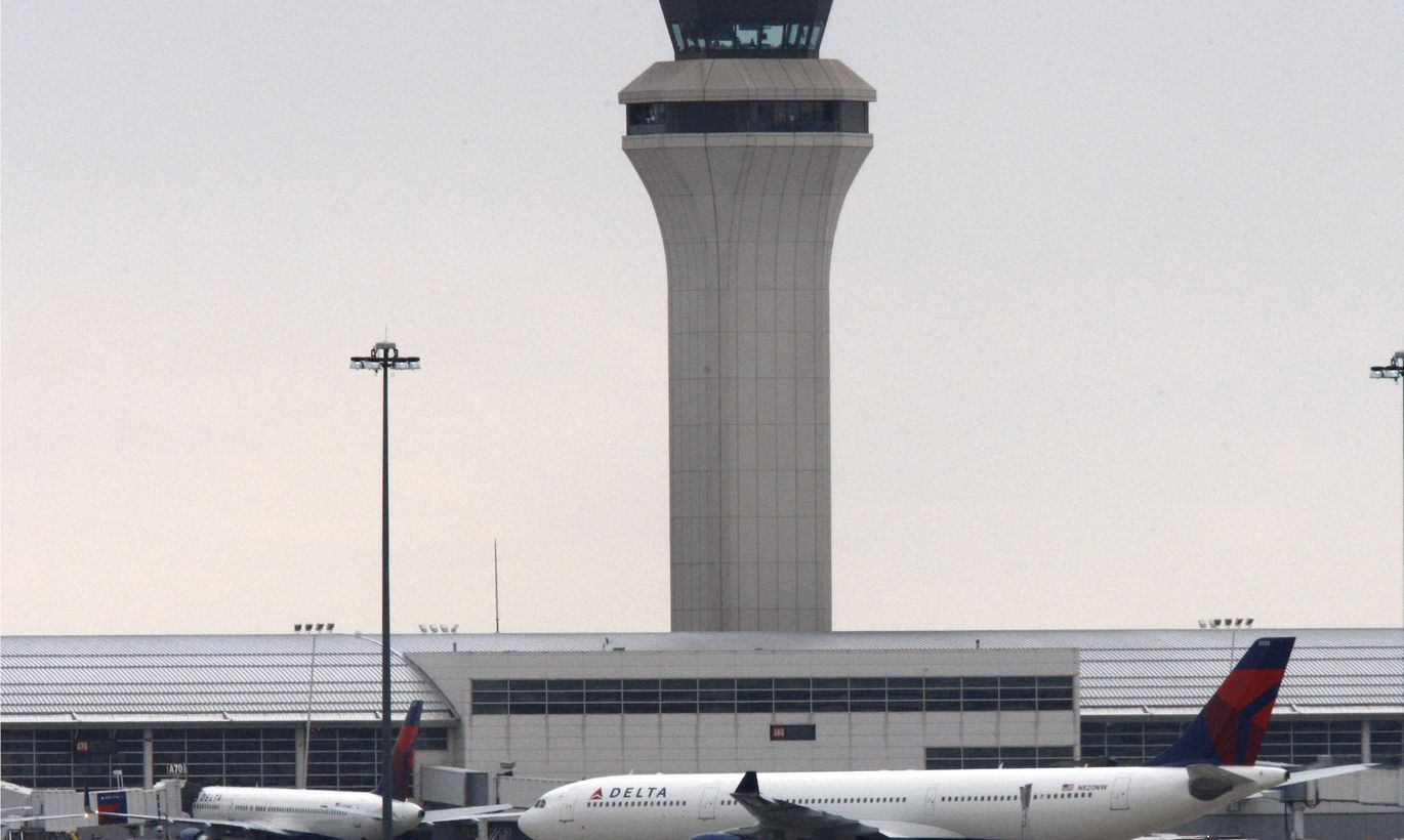 northwest airlines and the detroit snowstorm Delta air lines offers flight waivers for detroit (wwj) – delta airlines is offering travelers a chance to change flight plans due to a snowstorm.