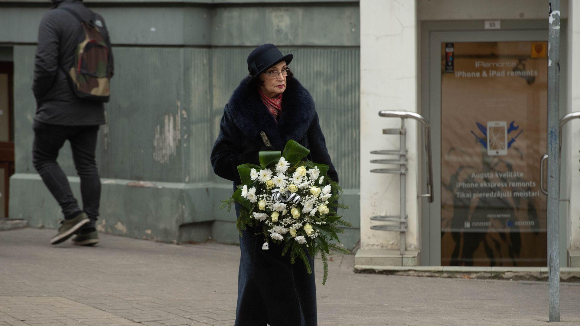 Atvadās no Nacionālā teātra aktrises Helgas Dancbergas