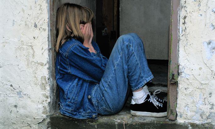 Imantā bērns meklē palīdzību pārmēru iereibušu vecāku dēļ