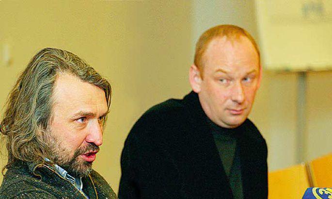 8a7f38a15e5 Eilse jalgpalliliidu üldkogu järel astus Aivar Pohlaku (vasakul) kõrvale  Eesti vutivankrit vedama ärimehest FC TVMK president Pjotr Sedin.