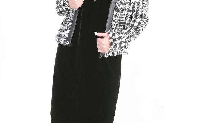 7a4b262c268 Chanel-stiilis jakiga: jakk 79,99 eurot, Mango; pärlkõrvarõngad 3,95 eurot, Vero  Moda; kaelaehe 24,95 eurot, Mötivi; litritega retuusid 16,95 eurot, ...