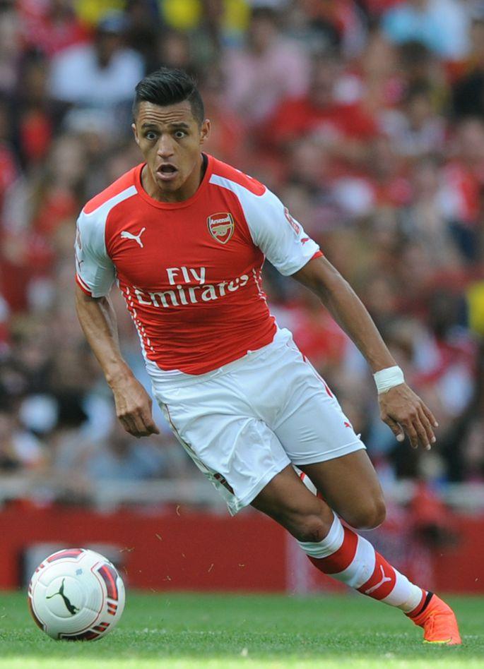 ccfa297dfce Alexis Sanchez (esiplaanil) on alustanud oma Londoni Arsenali karjääri  suurepäraselt.