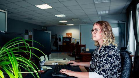 Töötervishoiuarst Naila Mazitova sõnul on istuv eluviis üks moodsa tsivilisatsiooni probleeme. Ta soovitab istuva töö tegijatel teha vähemalt iga kahe tunni järel puhkepaus.