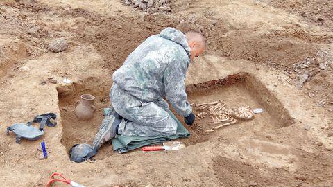 Arheoloog väljakaevamisel – viimase aja leiud võivad anda vastuseid koroonaviirusega seotud küsimustele