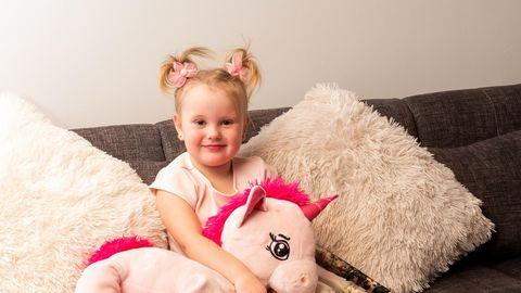 Dilara on rõõmsameelne tüdruk, kelle haigust leevendaks keerukas veresoonte kaudu tehtav südameoperatsioon.
