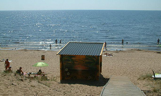 43a374eb449 Sel suvel tegutseb Kauksi rannas esimest korda müügikiosk, kus saab  kergemat kõhutäidet ja külmi jooke. Keha saab kinnitada ka Kauksi puhkeküla  sööklas ning ...