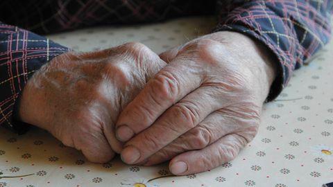Eaka inimese käed. Pilt on illustratiivne.