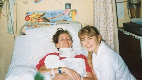 Liz Brown 1989. aastal Addenbrooke'i haiglas koos medõde Debbiega.