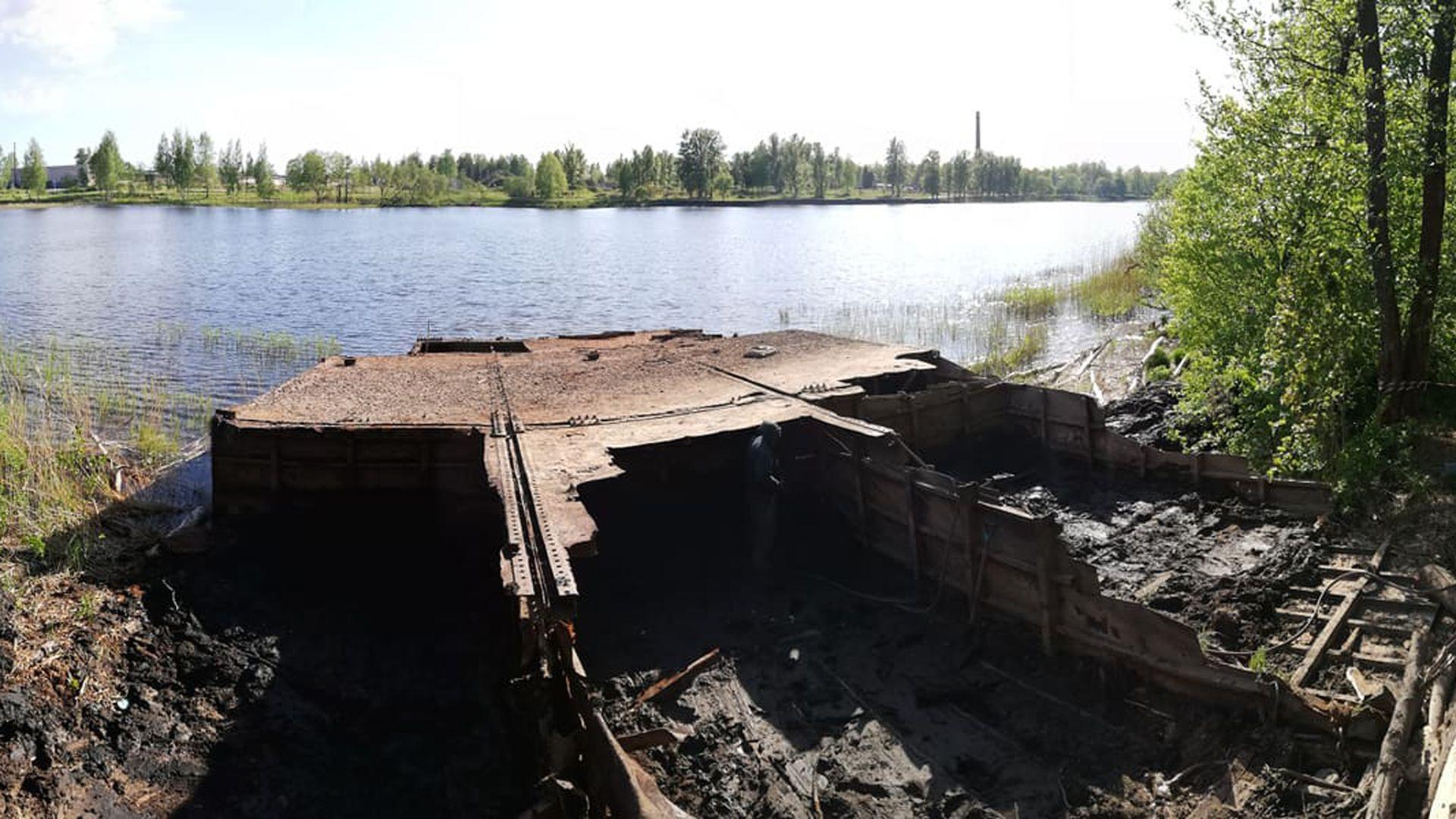 Galerii:  töömehed alustasid uppunud pargase tükeldamist