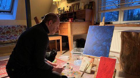 Hendrik Toompere tegi poja toast koduse ateljee. «Lükkan kamina käima, molbert ja maaliasjad on üleval. Just koroonaaeg andis impulsi ja käivitas mind, ma olen sellele väga tänulik.»