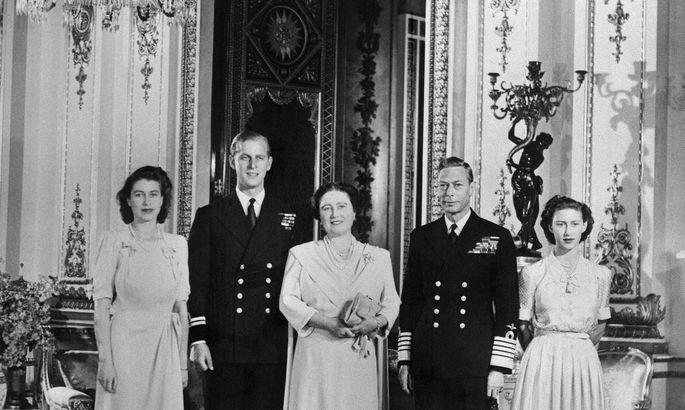 f31b1752fd8 9. juuli 1947. Printsess Elizabeth, Philip Mountbatten, tulevane kuninganna  ema, kuningas George VI ja printsess Margaret Buckinghami palees