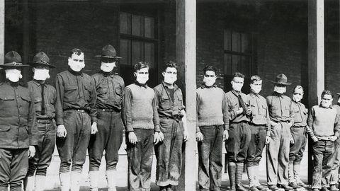 USA sõjaväehaigla meditsiinitöötajad kandsid gripi vältimiseks maske. 4. sõjahaigla Fort Porteris New Yorgis 1918-1919 hispaania gripi pandeemia ajal. 1918. aasta 19. november.