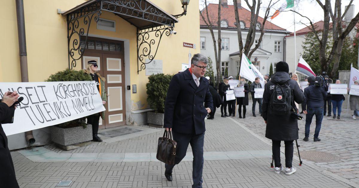 Fotod ja video: üliõpilased kogunesid kõrghariduse toetuseks Stenbocki maja ette