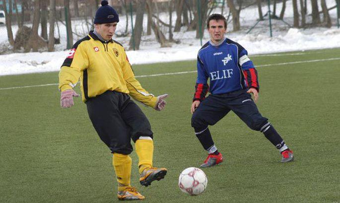 245d4c1074b Aleksei Galkin (kollases) lõi TVMK II meeskonna vastu oma selle hooaja  teise värava.