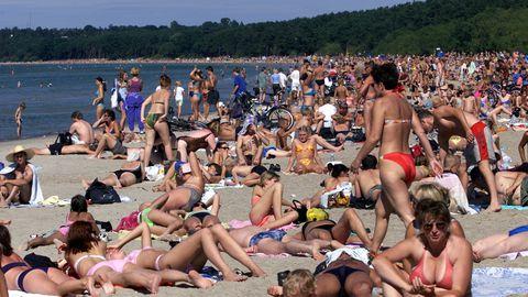 Inimesed kuumalainega rannas.