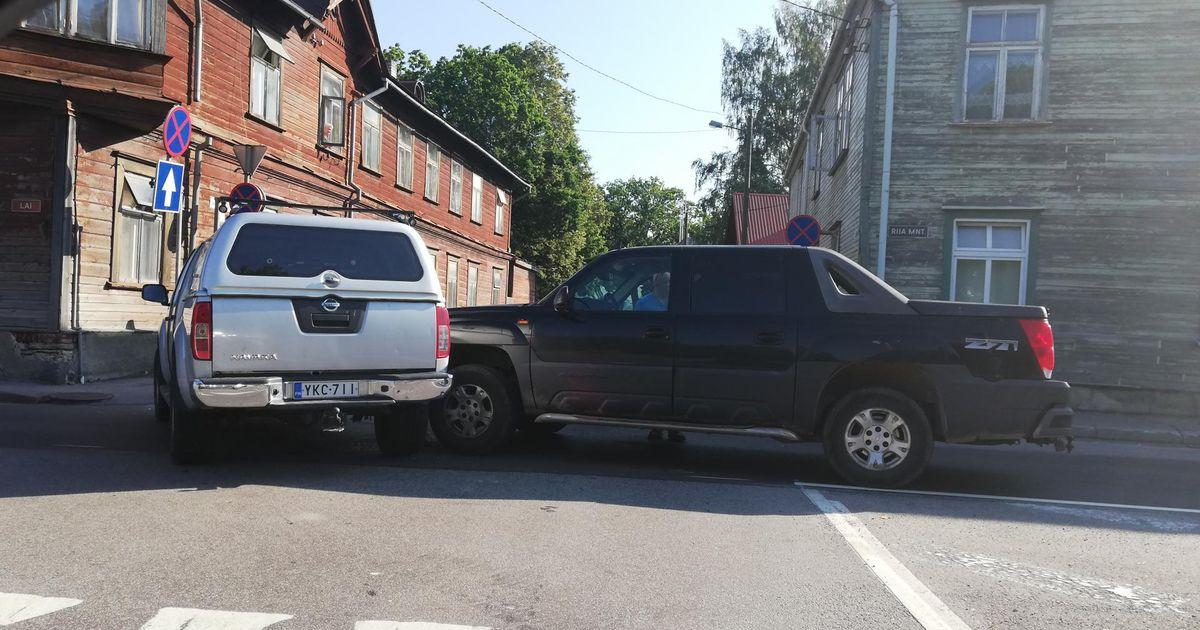 Pikapite kokkupõrge takistas kesklinnas liiklust