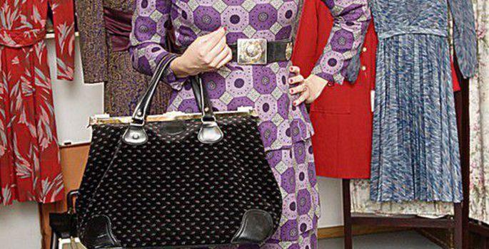 f43cadeb4f2 Vintage pealaest jalatallani: Iti Malkeni argine kleit 60ndaist Milano  vintage-turult, 40ndate käsitöökingad Tallinna sekkarist, kübar ja sametist  reisikott ...